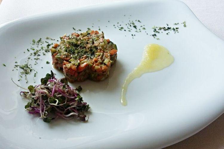Tartare di verdure, avocado, alghe di mare, con salsa allo zenzero. | Trattoria Glisenti - Marone