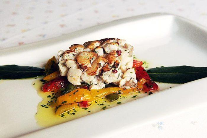 Caldo freddo di coda di rospo su filetti di peperoni arrostiti de il Lorenzaccio - Brescia