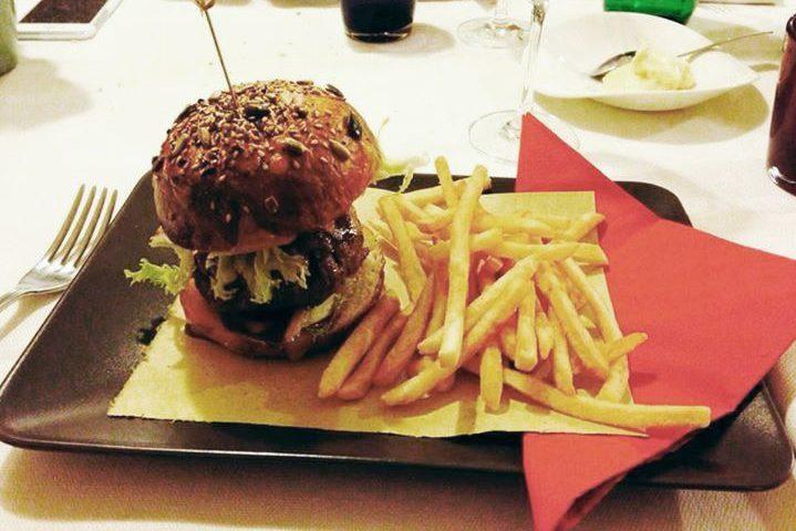 Dos burger...l'hamburger secondo lo chef dell'Antica Trattoria Piè del Dos di Gussago