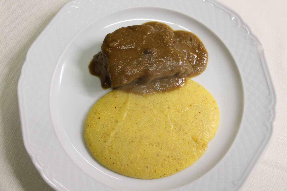 Stracotto di manzo con polenta | Antica Trattoria Piè del Dos - Gussago