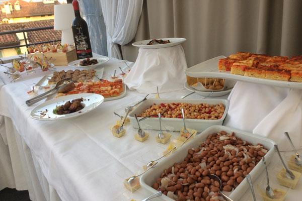 Aperitivo a buffet in Terrazza Vittoria a Brescia