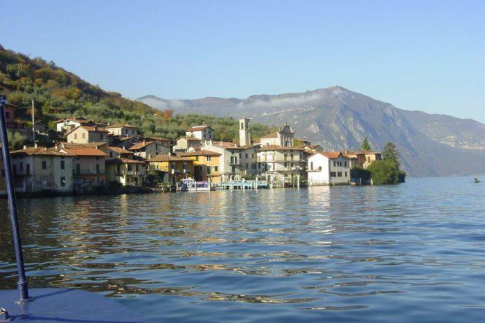 Montisola vista dal Traghetto per Carzano