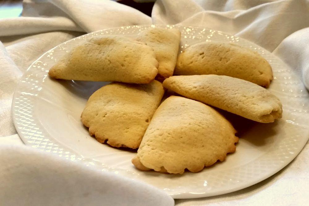Panzerotti di pasta frolla ripieni di marmellata