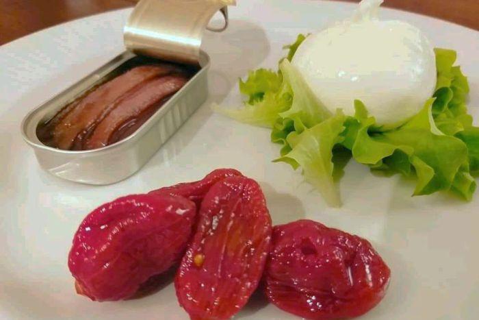 Acciughe del Cantabrico con burrata e pomodorini confit - Osteria di Concesio