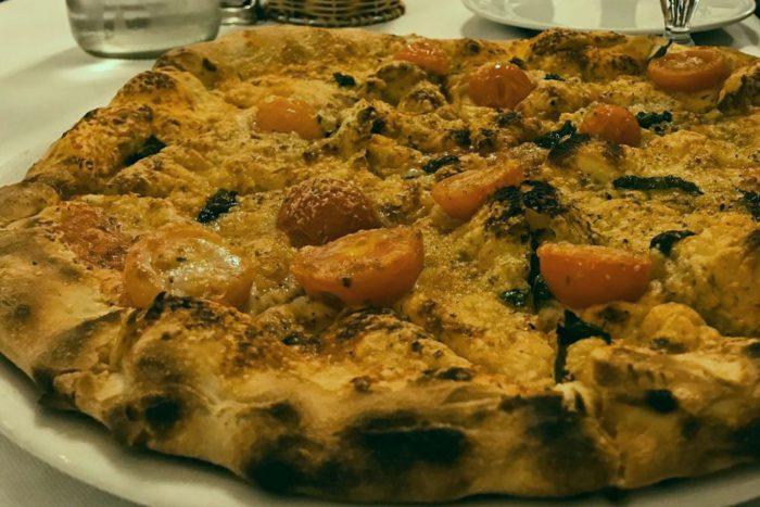 Focaccia con grana, pomodorini e basilico - Ristorante Pizzeria Al Serbatoio - Brescia