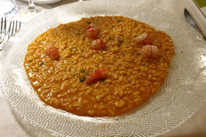 Risotto con bisque di crostacei e gambero rosso di Mazara scottato - Hostaria Cosmopolitan - Brescia