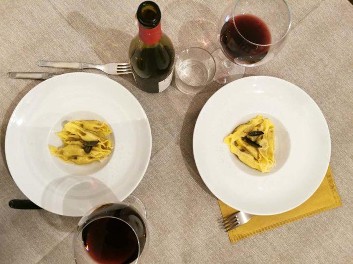 Antica Osteria da Ciccio - Nuvolera: casoncelli fatti con pasta fresca ripieni di carne di maiale di manzo e grana con brasatura rapida