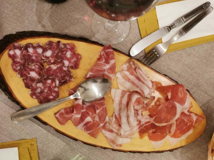 Antica Osteria da Ciccio - Nuvolera: tagliere salame e pancetta prosciutto crudodi zibello